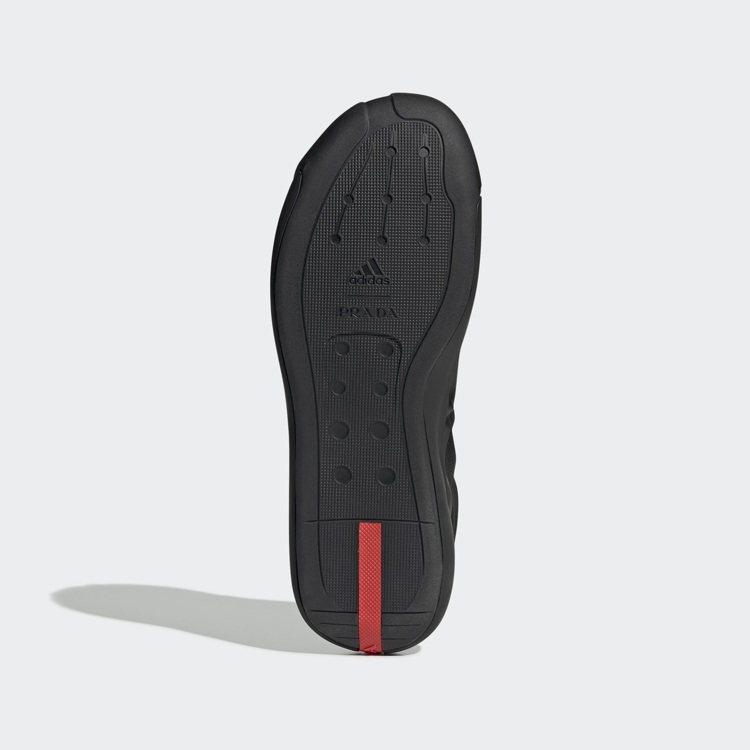 A+P LUNA ROSSA 21運動鞋的設計包含PRADA和adidas的品牌...