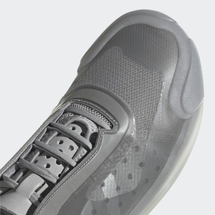 採用符合人體工學的鞋舌、快速繫綁鞋帶設計及柔軟穿孔合成麂皮內底突出其鞋履的航海性...