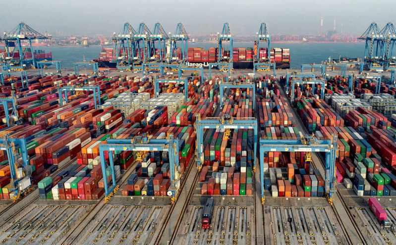 上半年,大陸外貿進出口總值達人民幣18.07兆,年增27.1%。(中新社)