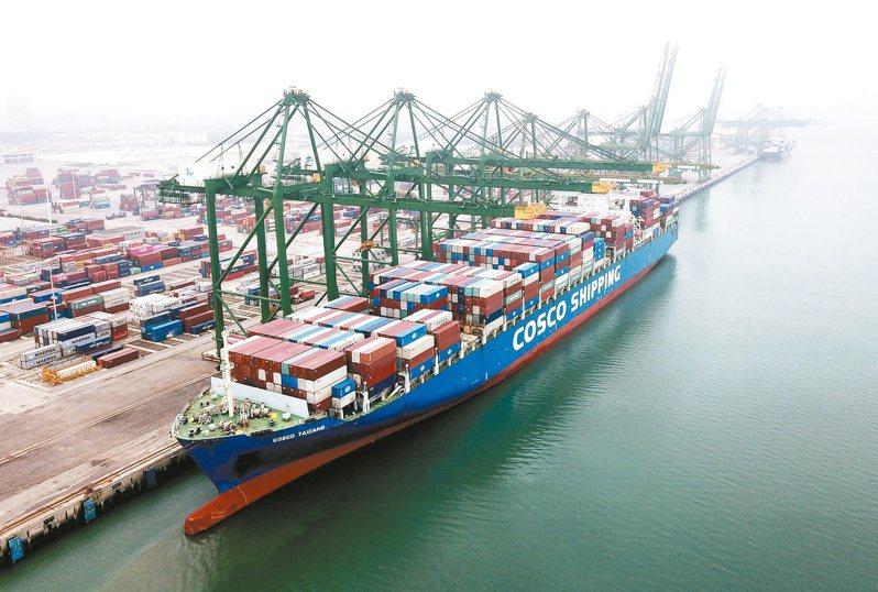 大陸6月進出口數據優於預期。圖為福州市江陰港。(中新社)