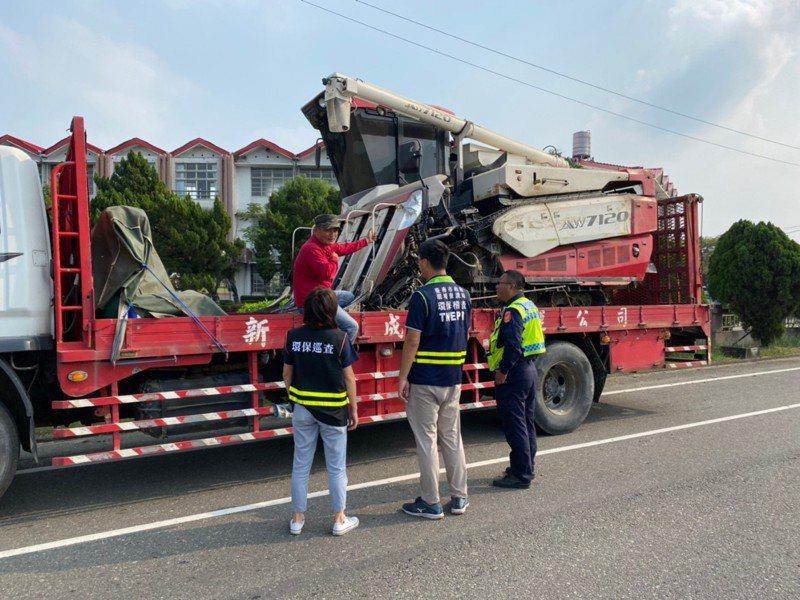 2期農作陸續灌溉,台南市環保局加強農機夾帶軟泥汙染道路稽查。圖/台南市環保局提供