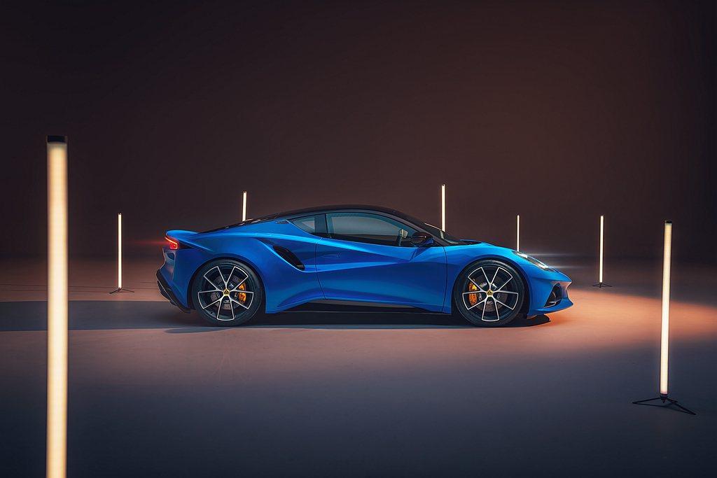 Emira基於品牌Vision 80計畫發表的首款全新跑車,重新定位並擴展Lot...