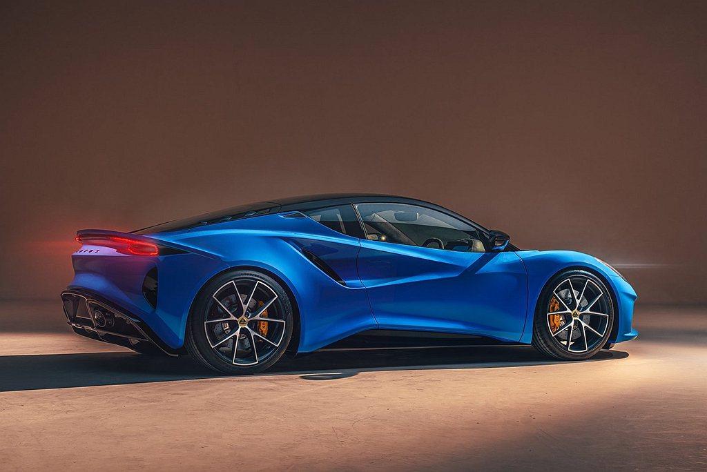 承襲Lotus首部頂尖超跑Evija全新設計語言的Lotus跑車,Emira以別...