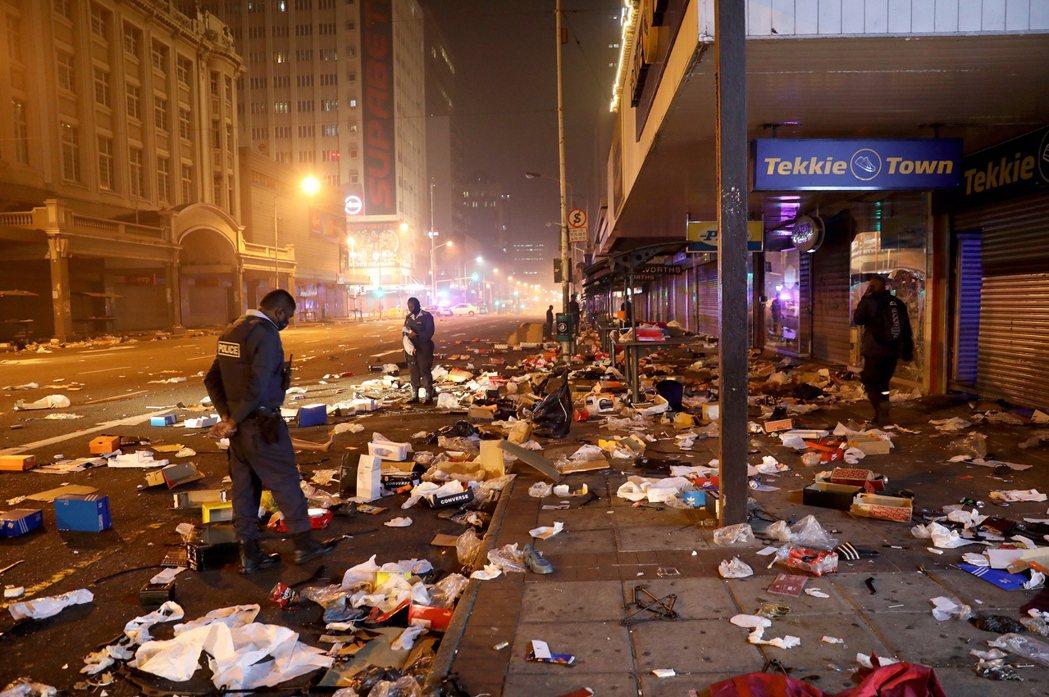 遭洗劫後的南非街道現場。 圖 / 歐新社