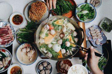 府城味自慢的火鍋靈魂:從意麵、魚冊到湯底,台南謝宅推內行人鍋物包