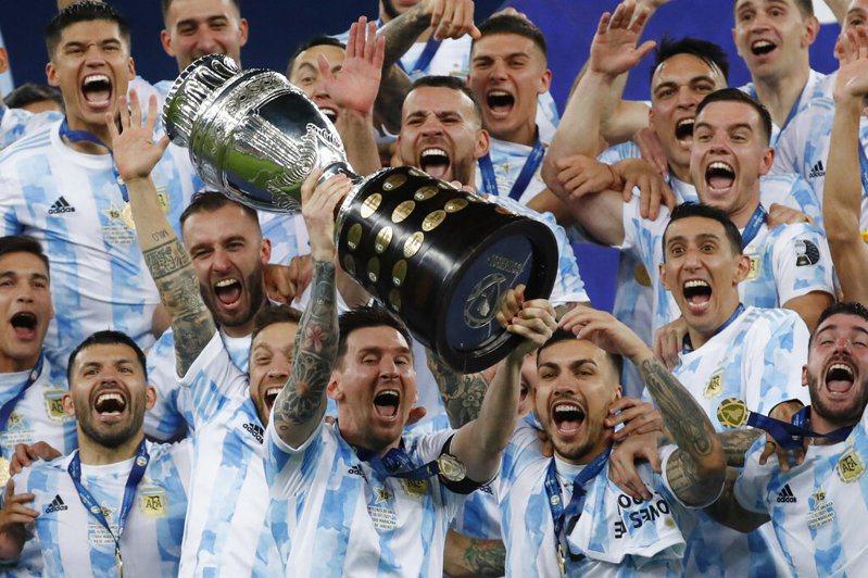 阿根廷贏得美洲盃冠軍,賽後一舉動讓網友讚爆。 美聯社