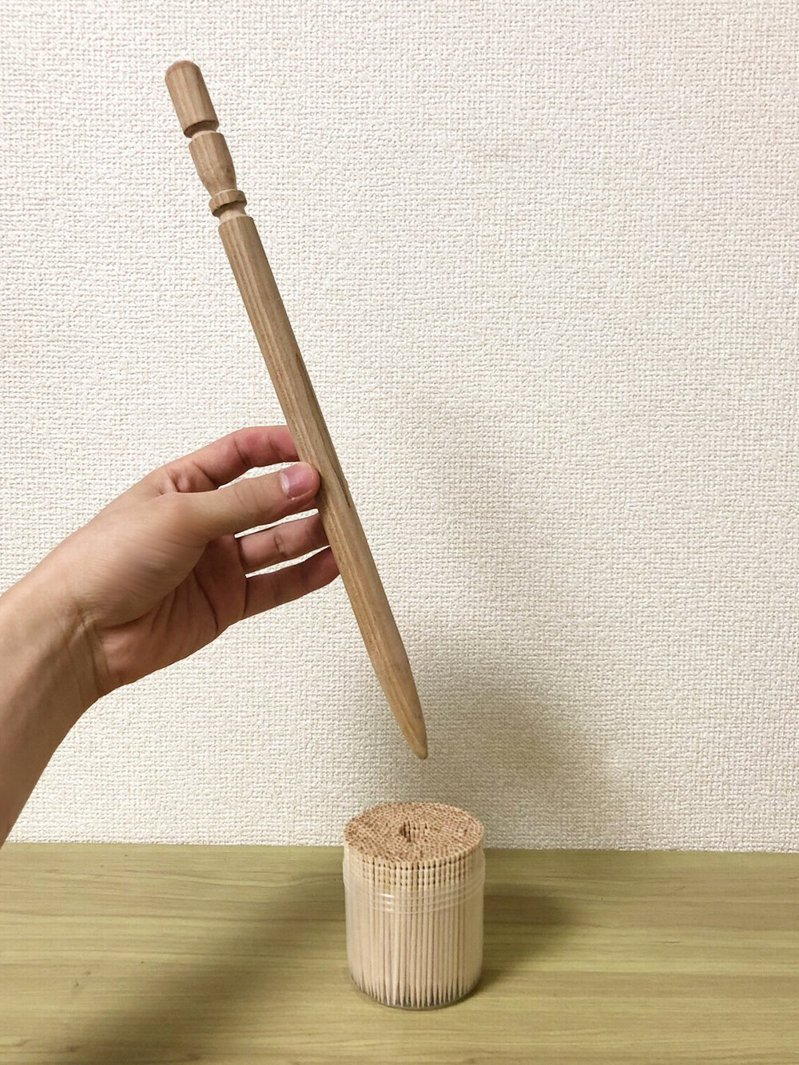 日本網友製作出「巨型牙籤」,網友稱其可以「拿來打太鼓達人」。圖擷自ARuFa推特
