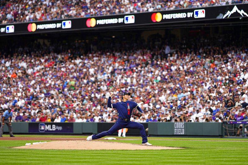 天使隊大谷翔平出場時全場轟動,獲得最多掌聲與歡呼,連兩聯盟球星都搶著和他要簽名。 美聯社