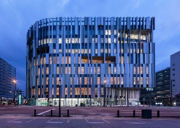 「光音」展出地點:富山市玻璃美術館,由知名建築師隈研吾設計的場館建築也是一大設計...