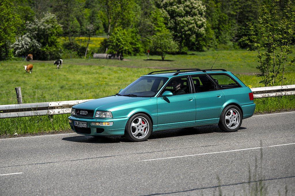 1993年Audi在法蘭克福的IAA國際車展上宣布即將推出高性能運動型轎車的轎車...