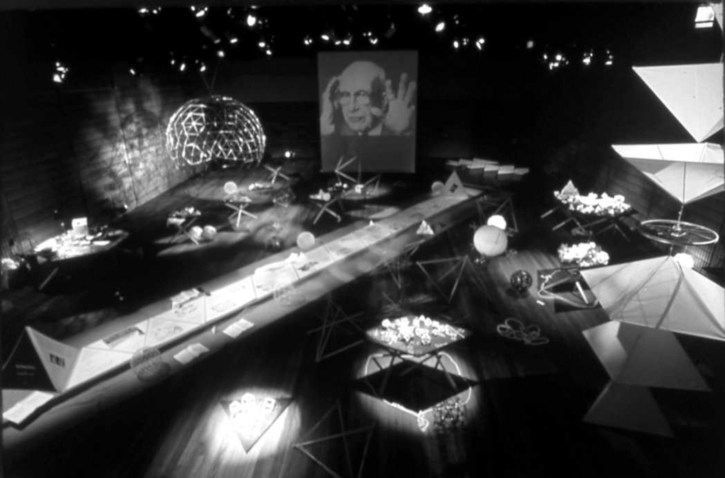 在東長寺舉辦的第一個展覽「 SYNERGETIC CIRCUS R. Buckm...