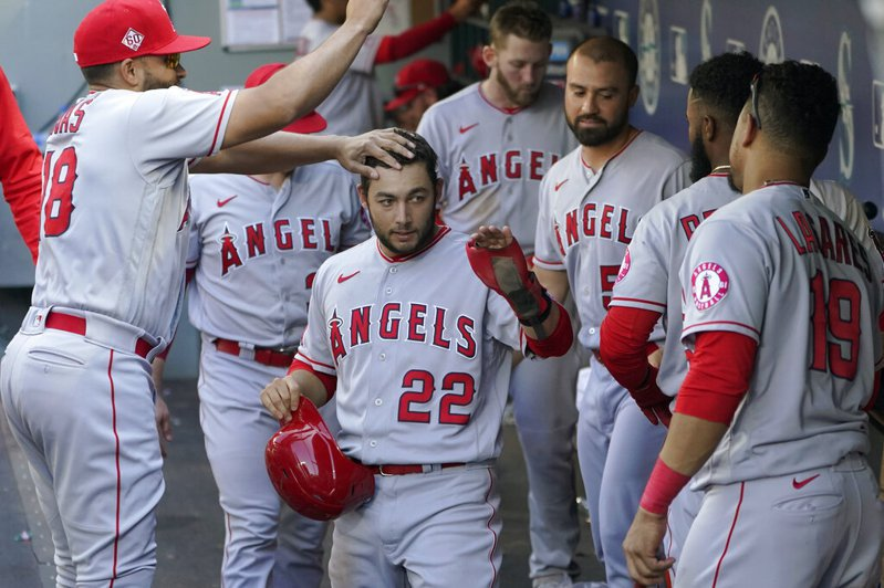 洛杉磯天使隊在本季選秀會做出另類創舉,他們在20輪的20個選秀權中挑中的20名球員全是投手,創下聯盟歷史不曾有過的紀錄。 美聯社