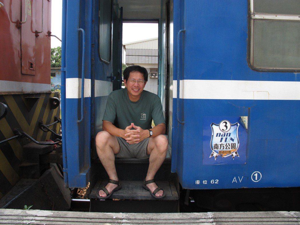劉克襄非常享受搭火車帶來的未知與安定感。照片提供/劉克襄