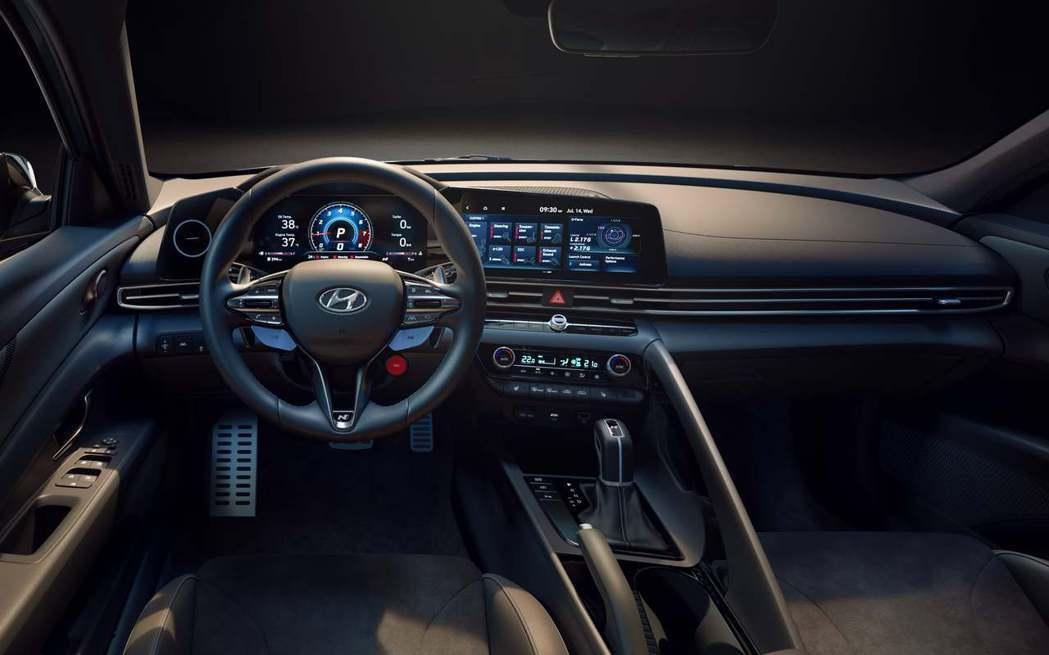 全新Hyundai Avante/Elantra N內裝鋪陳雖與標準版本相同,但...