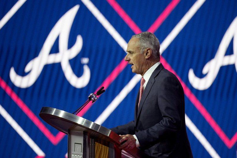 美國職棒大聯盟MLB主席曼佛瑞德表示因應疫情產生的「雙重賽打7局」和「突破僵局制」等,2022年可能不再沿用。 美聯社