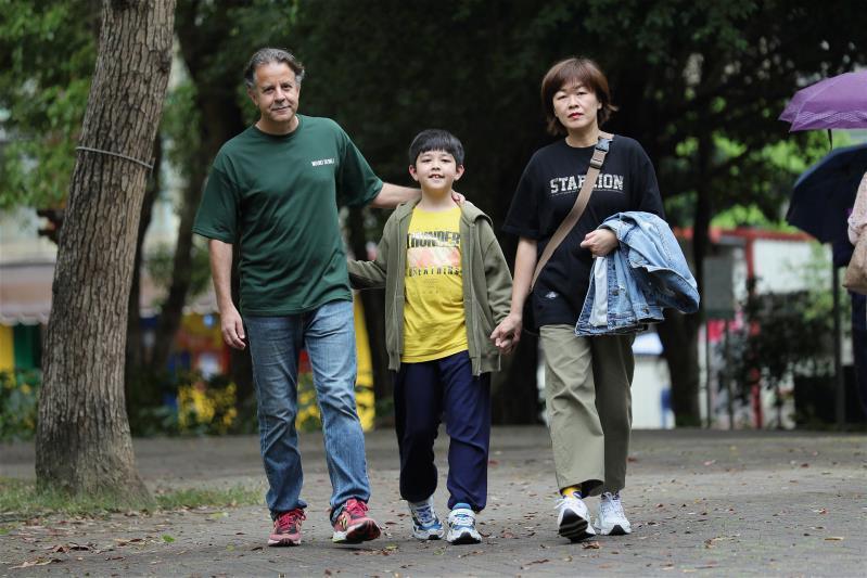 來自希臘的台灣女婿裴思達,2014年帶領妻兒回到妻子的故鄉。入籍台灣的裴思達,以身為台灣人為傲。