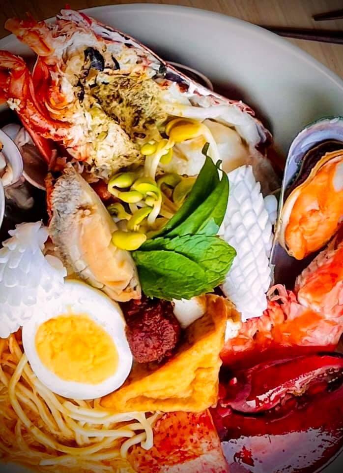 海鮮與辛香料交織融合出叻沙的美味。圖/摘自JL Studio官方臉書。提醒您:禁止酒駕 飲酒過量有礙健康。