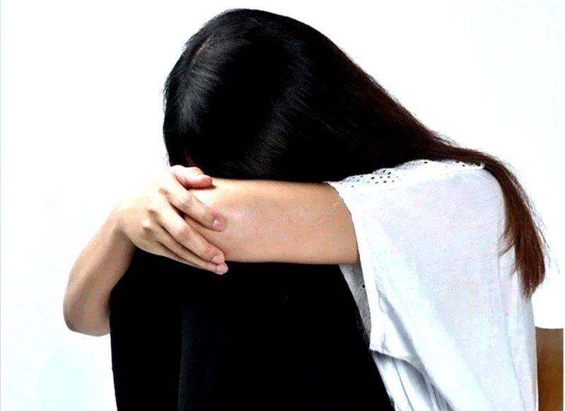 嘉義縣疫情期間家暴通報數減少,專家認為可能原因是,嘉義縣市疫情比較緩和,夫妻共同話題共同聚焦在政府疏失。示意圖。圖/Ingimage
