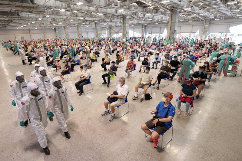 圖為全台最大的花博爭艷館疫苗接種站。記者蘇健忠/攝影