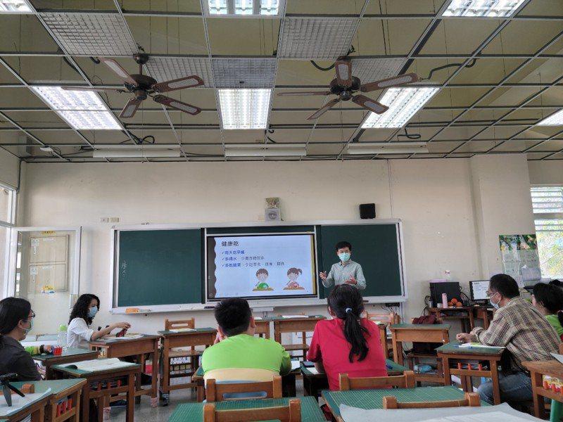 台南市裕文國小將健康體位融入課程教學,榮獲健康促進學校健康體位組優良。圖/南市教育局提供