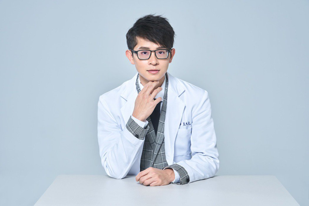 中醫師王大元因為外表神似博恩竄紅。圖/王大元提供