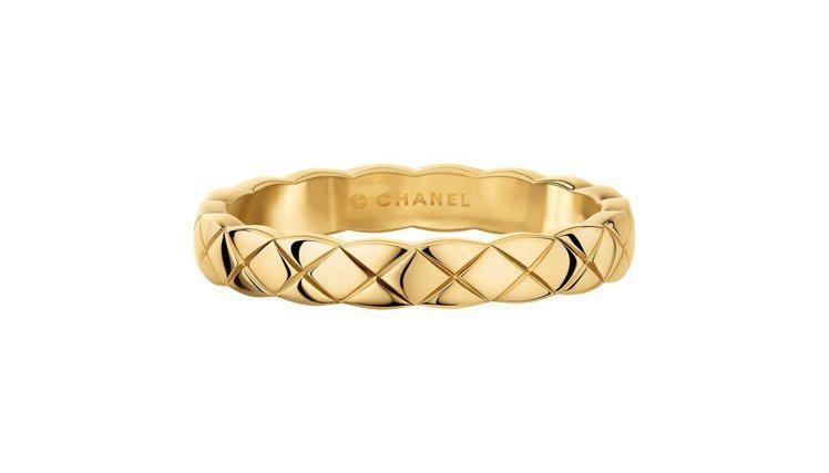 CHANEL Coco Crush 18K黃金戒指窄版,42,000元。圖/香奈...