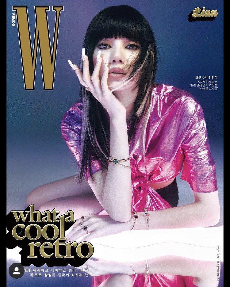 Lisa配戴寶格麗珠寶登上韓國時尚雜誌封面。圖/取自IG @wkorea
