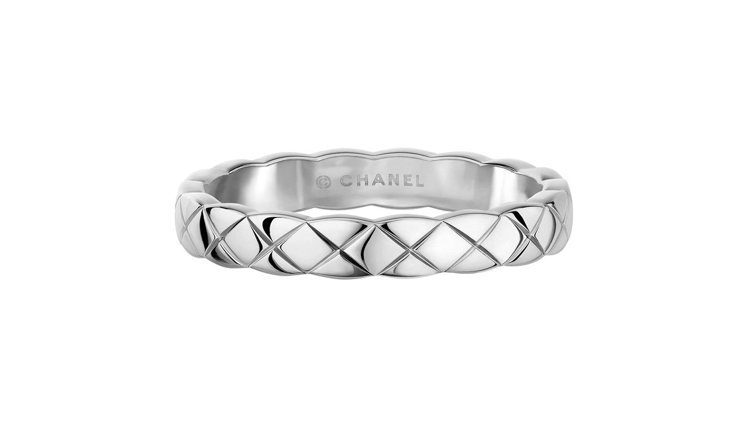 CHANEL Coco Crush 18K白金戒指窄版,46,000元。圖/香奈...