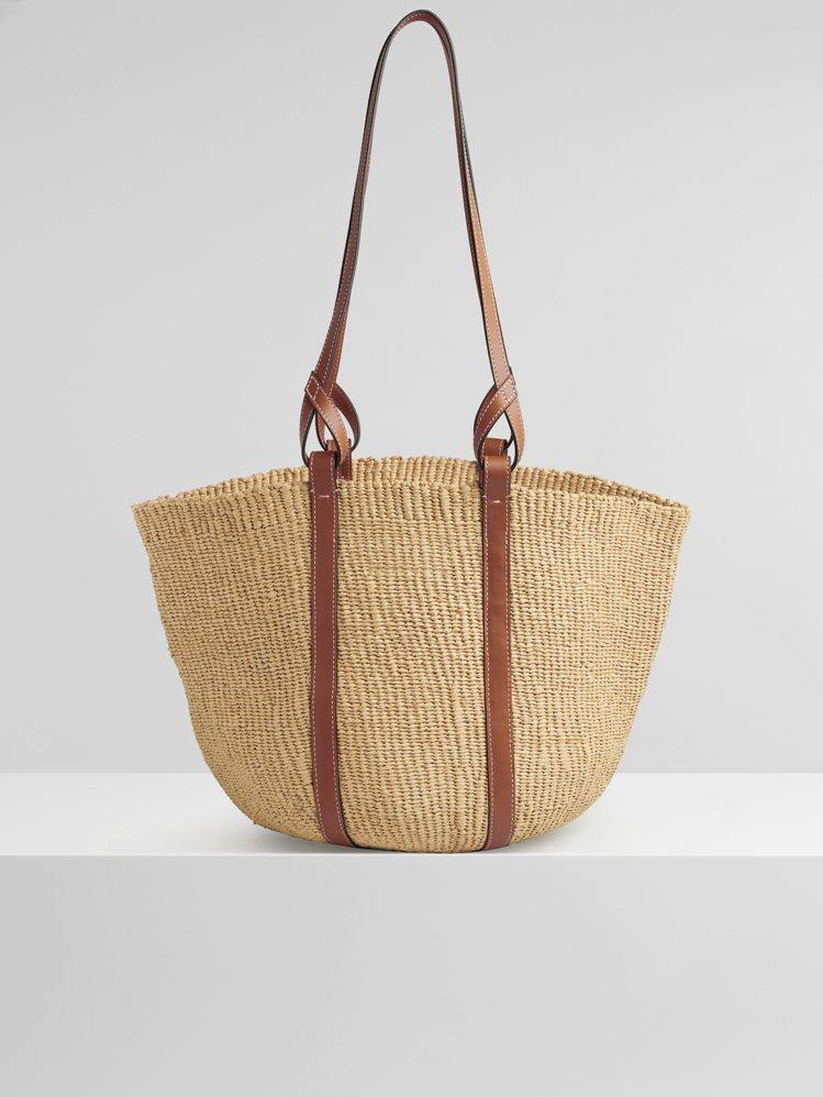 Basket國際公平貿易組織合作編織包(背面),27,600元。圖/Chloé提...