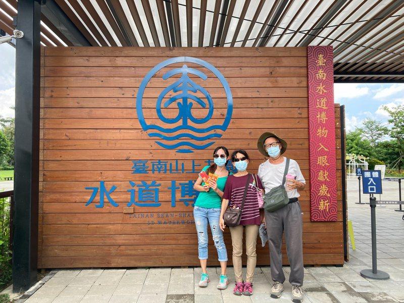 台南山上水道博物館今天重新開館,前50名購買遊客送最新文創產品保生大帝益生菌果凍。圖/水道博物館提供