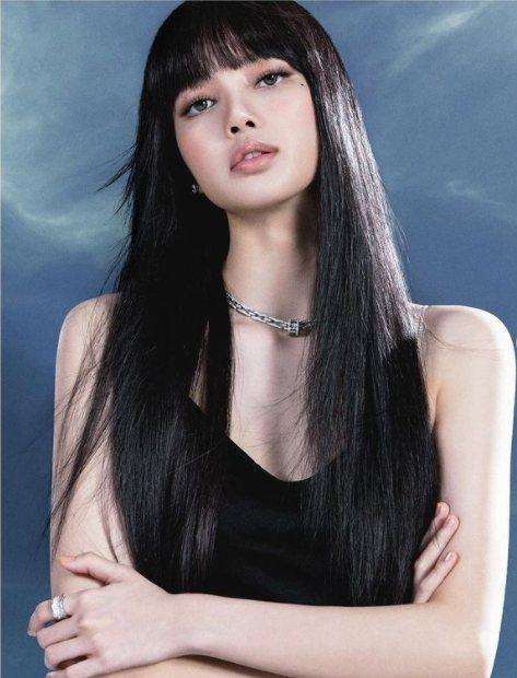 寶格麗品牌代言人LISA配戴寶格麗B.zero1 Rock Chain系列珠寶拍...