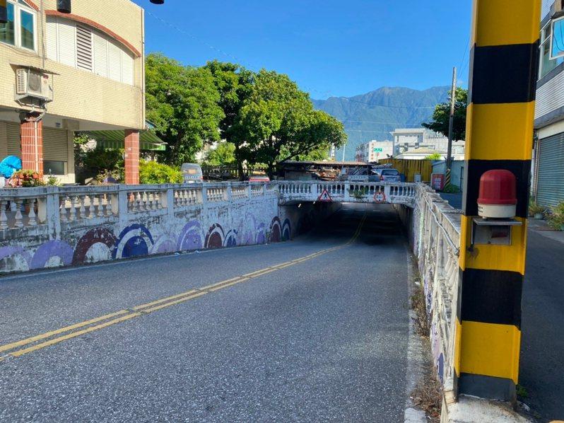 花蓮市公所將重漆中原路地下道牆面,近日有多天將封閉施工,提醒民眾配合改道。圖/市公所提供