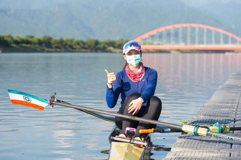划船好手黃義婷備戰東京奧運,今起一連5日在冬山河展開賽前最後衝刺練習。圖/宜蘭縣政府提供