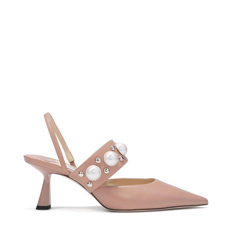 BRESLIN珍珠鉚釘高跟鞋,35,800元。圖/JIMMY CHOO提供