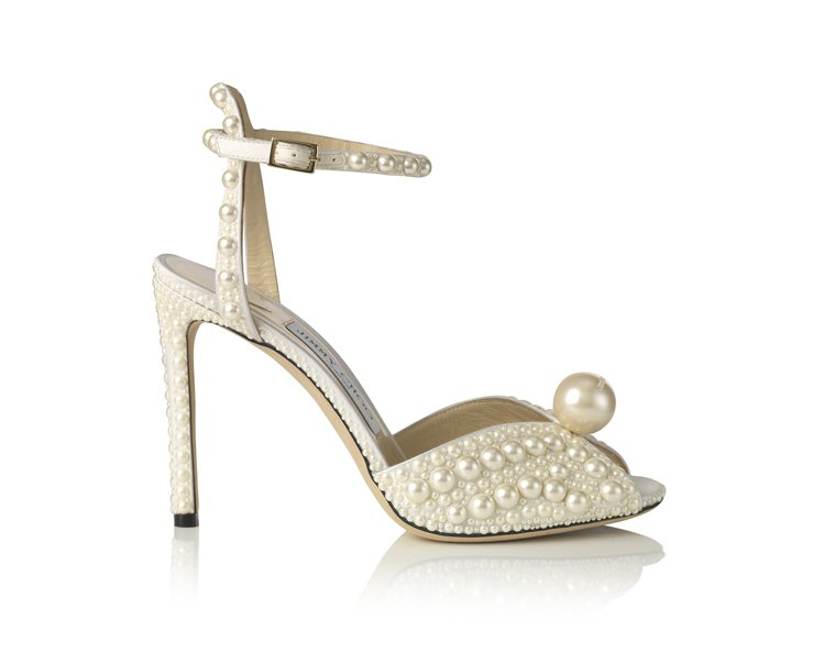 SACORA珍珠涼鞋。圖/JIMMY CHOO提供