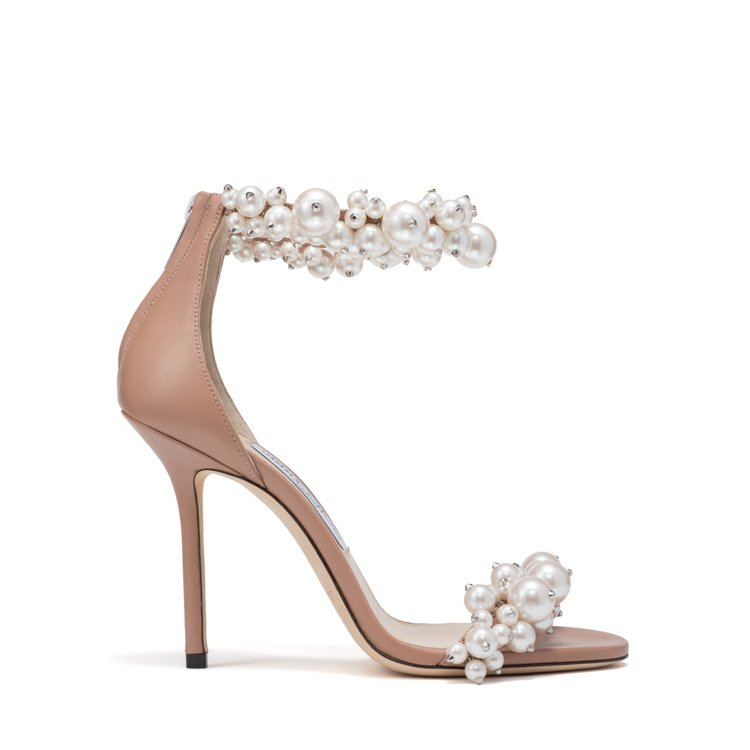 MAISEL不規則珍珠高跟鞋,79,800元。圖/JIMMY CHOO提供