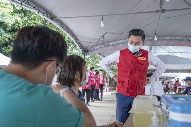 新竹市政府今晚指出,根據中央疫情指揮中心最新統計資料,竹市65歲以上長輩涵蓋率截至昨天達72.15%,本島排名第1。圖/新竹市政府提供