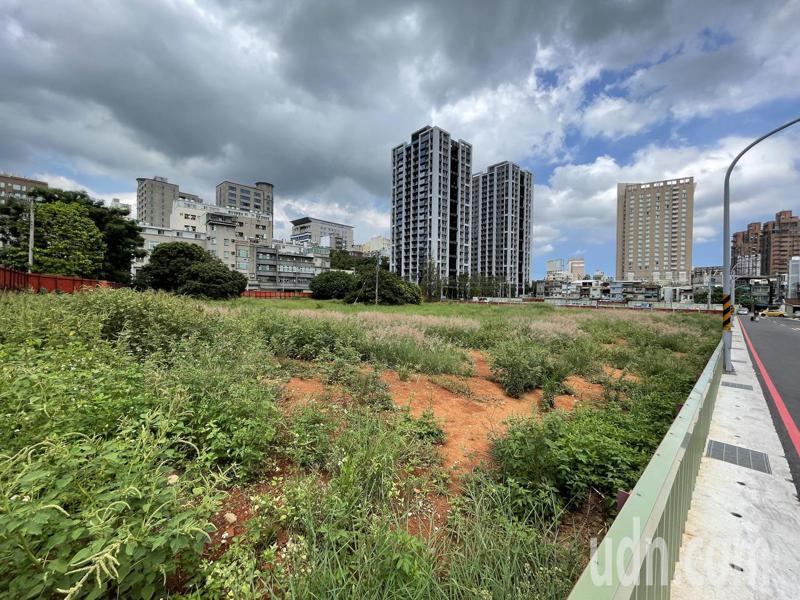 新竹市東區光復路一段鄰近新科國民運動中心的1處閒置國有地,將打造「竹科安居」社會住宅。記者張裕珍/攝影