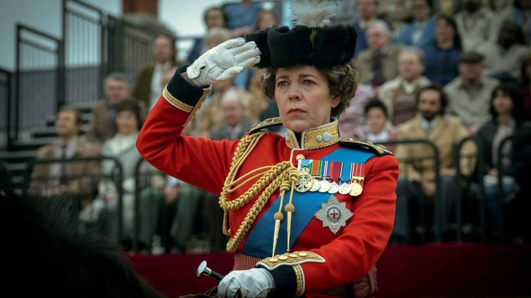 奧莉薇雅柯爾曼演出伊莉莎白二世女王,精湛演技多次獲得肯定。圖/Netflix提供