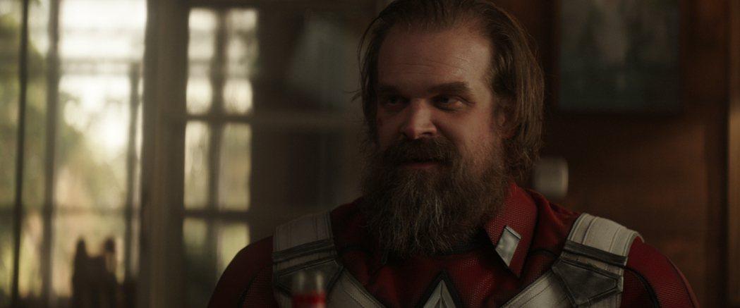 大衛哈伯演出俄國超級戰視「紅色守衛者」,一心只想與宿敵「美國隊長」對打。圖/迪士...