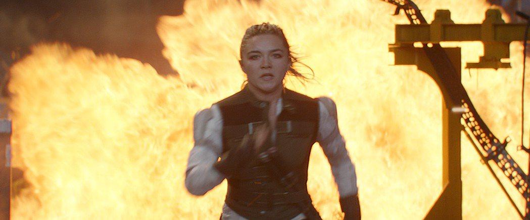 佛蘿倫絲普伊為「黑寡婦」勤練武術,自承當女打仔超爽快。圖/迪士尼提供