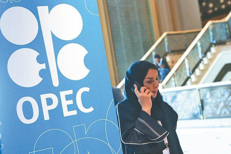 沙國與阿聯傳達成協議,化解OPEC+內部僵局跨出一大步。(路透)