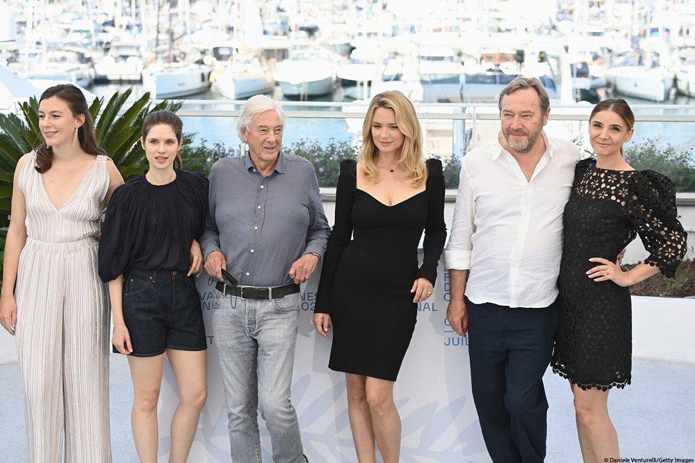 演員露易絲謝維洛特(左至右)、黛芙妮佩塔基亞、導演保羅范赫文、薇吉妮愛菲亞、歐力...