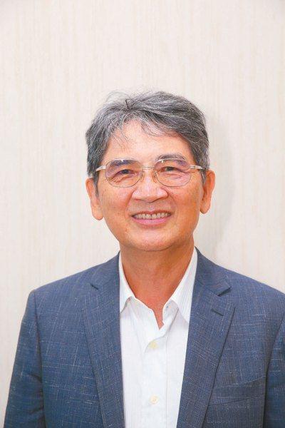 癌症希望基金會董事長王正旭呼籲,癌症患者若需要更換就醫地點,銜接用藥非常重要。...