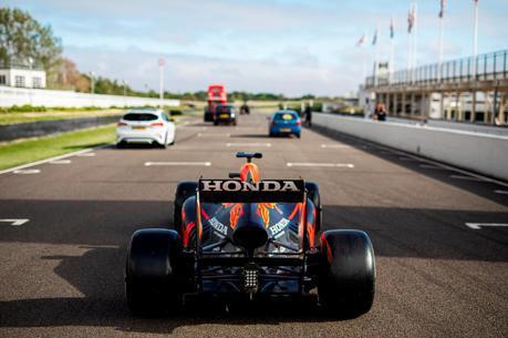 影/地表最搞笑英國之戰 看Max Verstappen在銀石賽道狂飆