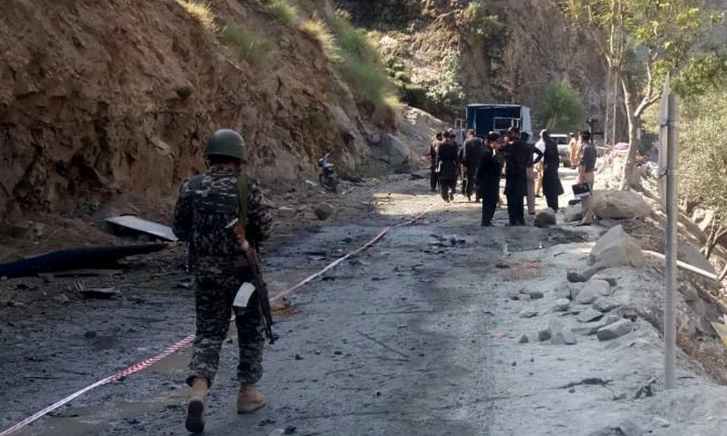 圖為到巴士爆炸案現場的巴基斯坦人員。 圖/新華社