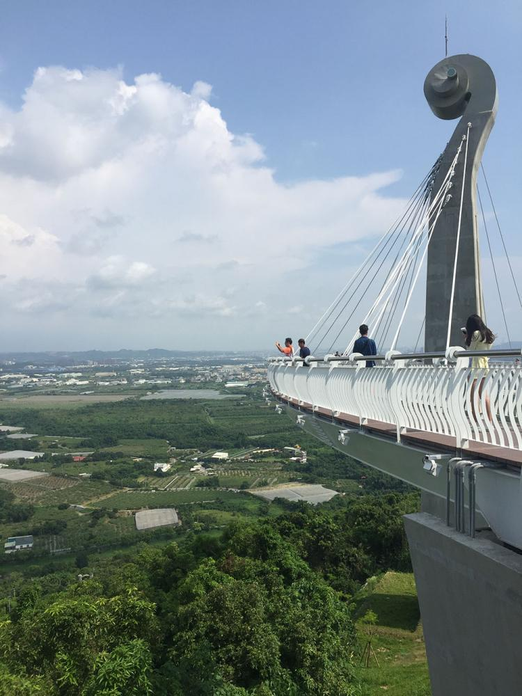 位於小崗山的岡山之眼天空迴廊高40公尺,可將四周風光盡收眼底。 圖/陳婷芳 攝影