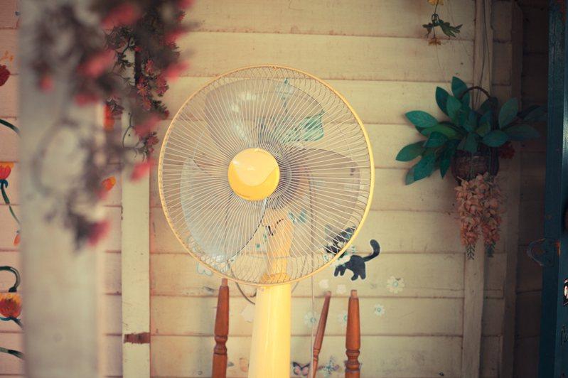 電風扇吹久了需要適時清理,避免累積大量灰塵。 圖/Ingimage