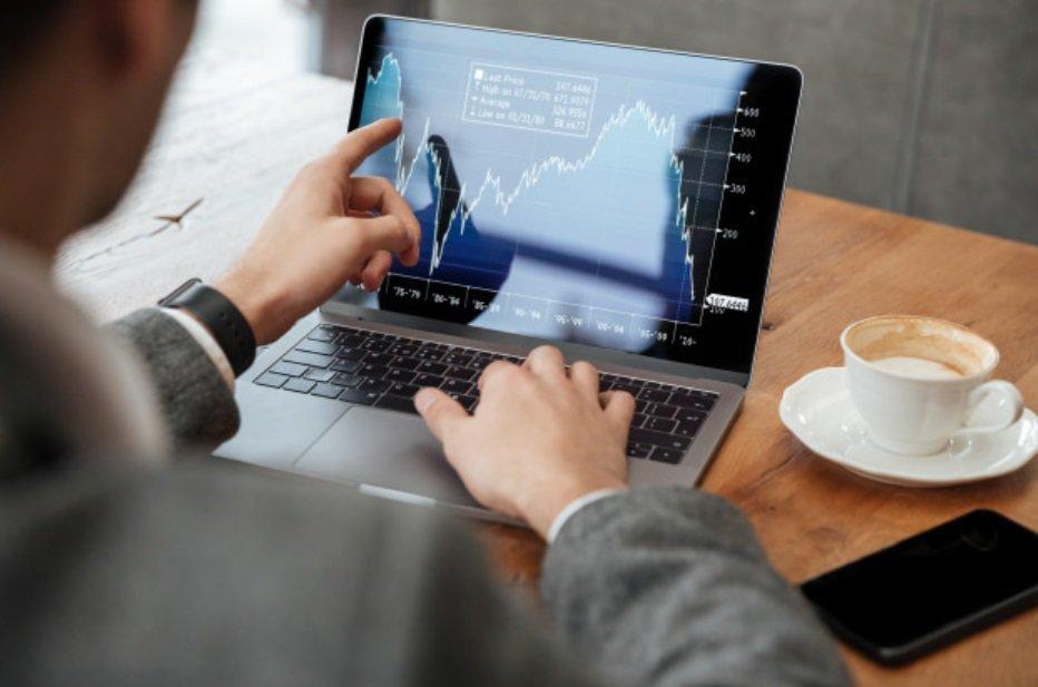 每月15日買股會比較好,因為一般上班族發薪水是月初或月底,進場的人相對較多,股價...