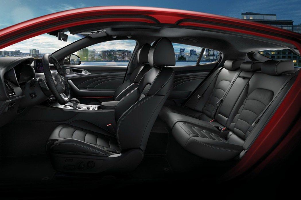 跑格化內裝套件與寬敞的車室空間。 圖/台灣森那美起亞提供